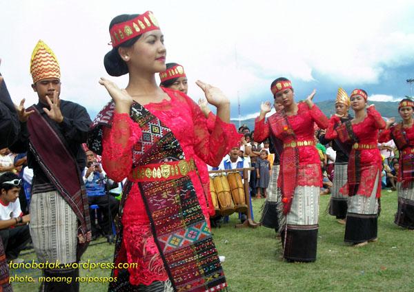 Di Propinsi Sumatera Utara juga diadakan Festival tari tradisional